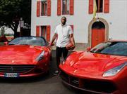 Kobe Bryant maneja dos Ferrari en su visita a Maranello