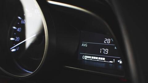 ¿Cuánta gasolina de más consumen los automóviles en comparación con lo que anuncian las marcas?