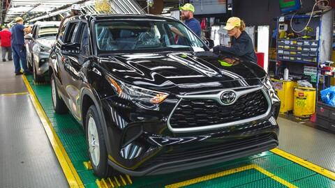 Toyota reduce la producción global de automóviles en 40%