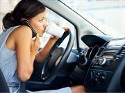 No te confíes, usar el celular al volante nunca es recomendable