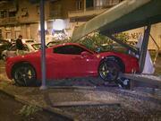 Martín Cáceres estrella su Ferrari 458 Italia