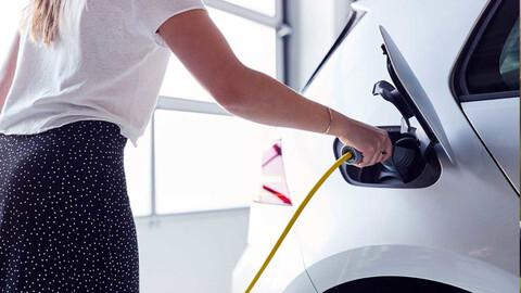 ¿Cuántos y cuáles son los tipos de cargadores para autos eléctricos?