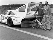¿En bicicleta tras un Porsche 935 Turbo a 240Km/h?