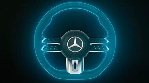 Mercedes-Benz presenta volante que detecta si el conductor no lo sujeta