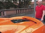Burro ataca un McLaren 650S a mordidas