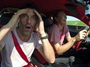 Sharapova y Webber a mil en un Porsche 911 GT2 RS