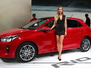 Las chicas del Auto Show París 2016