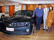 Casino Enjoy Santiago y Chevrolet regalaron dos Camaro SS Convertible 2013
