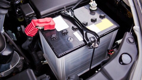 Así se gasta la batería de un auto a combustión