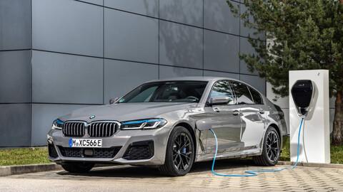 BMW 545e xDrive 2021, un híbrido enchufable de alma deportiva
