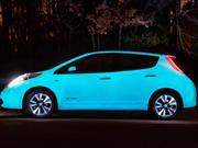 Presentan un Nissan Leaf con pintura que brilla en la oscuridad