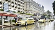Mercedes-Benz pinta de oro la alfombra roja de Cannes