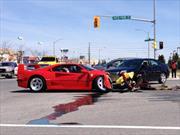 Tragedia: Chocan Ferrari F40 en un semáforo