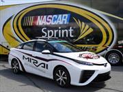 El Toyota Mirai es el primer pace car de hidrógeno de la NASCAR