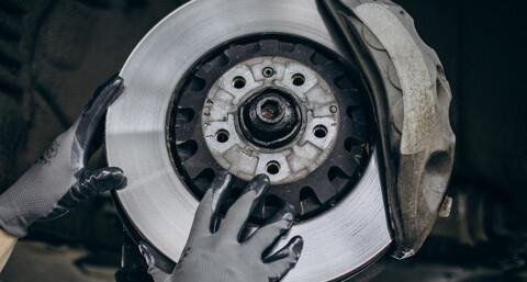La crisis de chips también complica al mantenimiento de los autos