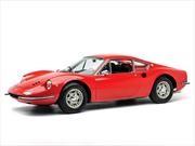 Ferrari Dino festeja su 50 aniversario y también impone récord