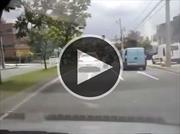 Este motociclista desconoce las Leyes de la Física