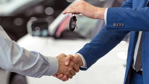 Una empresa regaló autos a cada uno de sus más de ¡4.000 empleados!
