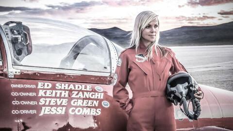 Jessi Combs es reconocida por Récords Guiness, como la mujer más rápida del mundo