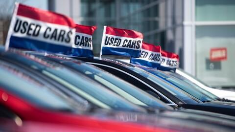 ¿Por qué ciertos modelos autos y SUVs de poco uso son más caros que los nuevos?