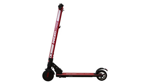 Ducati presenta una patineta eléctrica barata
