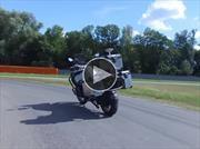Video: BMW Motorrad fabrica una moto que se maneja sola