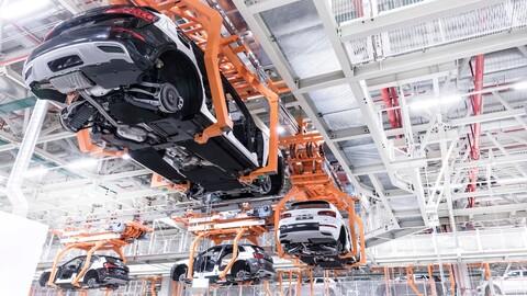 Diez fabricantes de autos suspenden producción en México