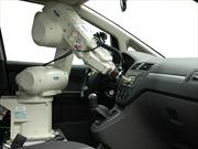 Ford utiliza un robot para sentir la calidad de sus vehículos