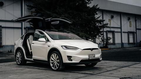 Tesla ofrecerá un sistema de conducción autónoma a partir de junio