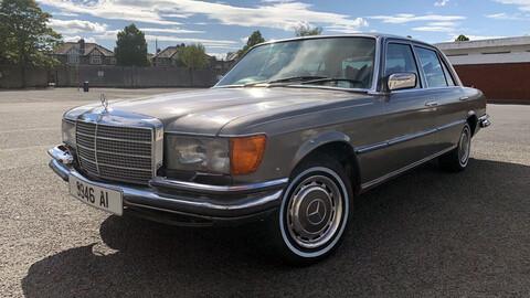 Podés comprar el Mercedes-Benz Clase S de Bono de U2 por menos de lo que cuesta una Hilux