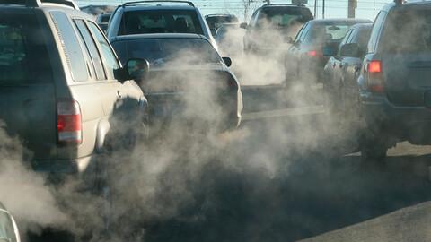 Una provincia de Canadá prohibe los autos a combustión desde 2035