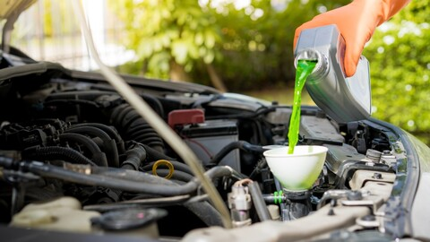 El agua no es el mejor refrigerante para el auto