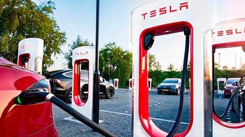 Tesla busca limitar sus gastos