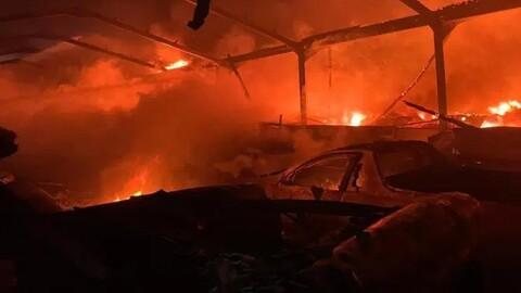 Monumental incendio acaba con dos hangares llenos de superdeportivos y clásicos