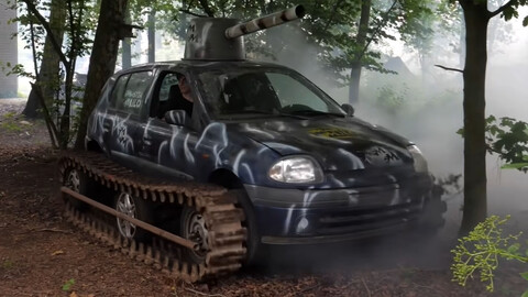Para qué querés un SUV si podés tener un Renault Clio tanque