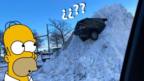 Encuentran a un Jeep Grand Cherokee encajado en un montículo de nieve