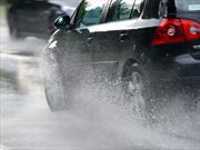 Tips y técnicas para manejar bajo la lluvia