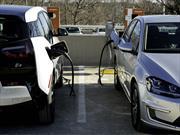 Estiman que para 2024 se venderán 1.2 millones de autos eléctricos en EE.UU.