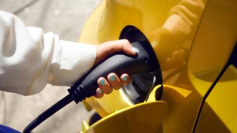 ¿Cuándo costarán lo mismo los autos eléctricos que los de gasolina?
