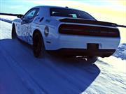 Dodge Challenger SRT Hellcat impone récord en una pista de hielo