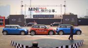 MINI entra al Guinness Record por estacionarse en paralelo con giro de 180°