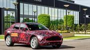 El primer Aston Martin DBX sale de la línea de producción