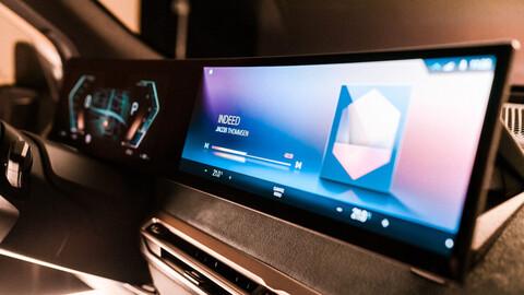 BMW iX tendrá un nuevo sistema de infoentretenimiento