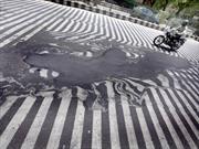 En India hace tanto calor que el asfalto se está derritiendo