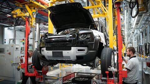 Paradoja: la escasez de microchips afecta menos a los autos eléctricos