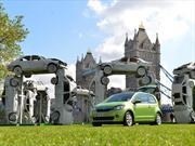 Construyen réplica de Stonehenge con autos