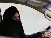 Histórico: las mujeres pueden manejar en Arabia Saudí