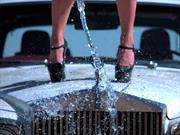 Video: Hacen explotar a un hermoso Rolls Royce Silver Shadow