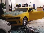 Niño choca Chevrolet Camaro 2017