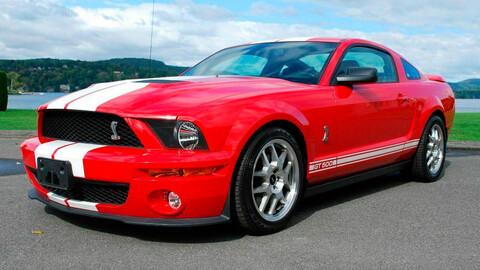 El Mustang Shelby GT500 que manejó Will Smith en Soy Leyenda está a la venta